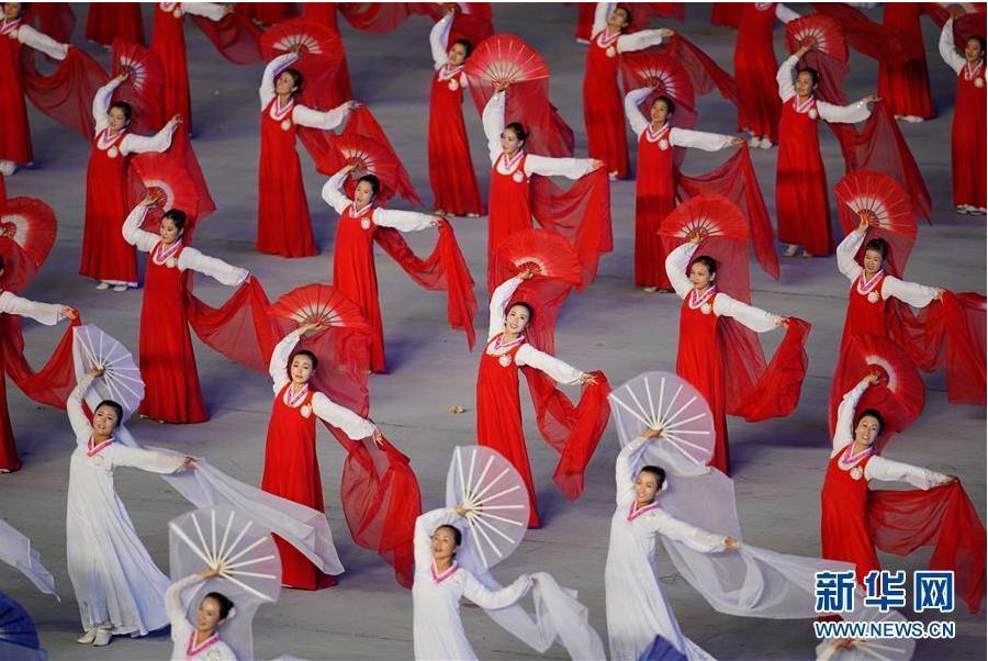 """朝鲜举行大型团体操""""辉煌的祖国"""""""