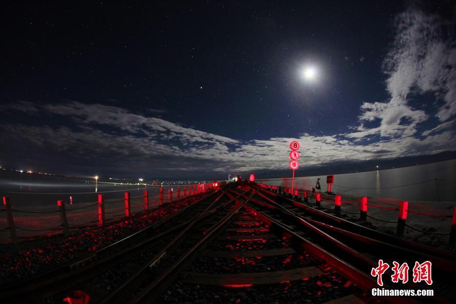 """青海茶卡盐湖获颁中国首家""""最美星空摄影基地"""""""