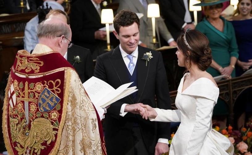 英国尤金妮公主大婚 王室成员悉数到场