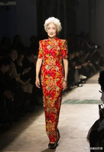 7旬中国旗袍奶奶夺选美冠军 惊艳纽约时装周