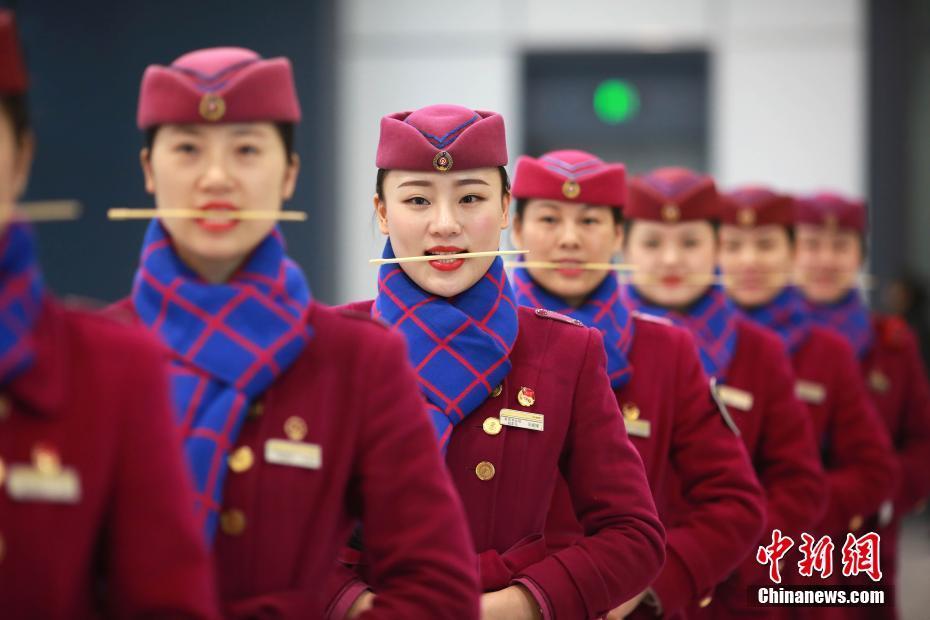 """重庆""""动妹""""礼仪培训备战春运"""