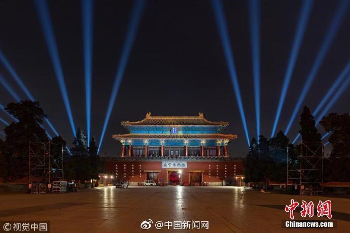 故宫提前点亮华灯 600岁紫禁城上演现代灯光秀