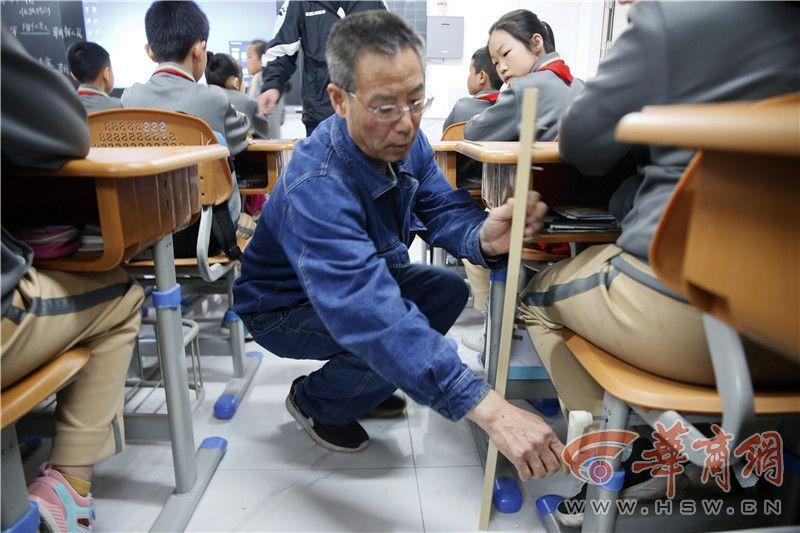 河南漯河中小学生按照身高安排桌椅 西安又