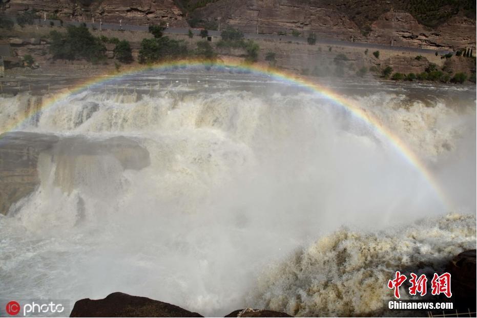 入夏以来壶口瀑布流量暴增 形成壮美瀑布群